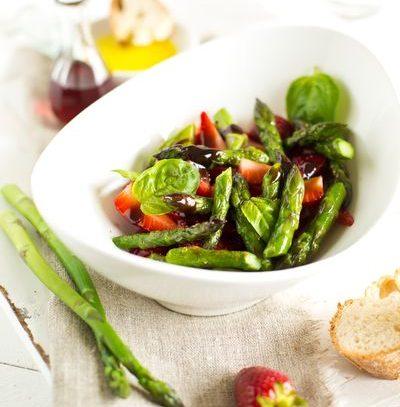 Aramark Spargelsalat mit Erdbeeren