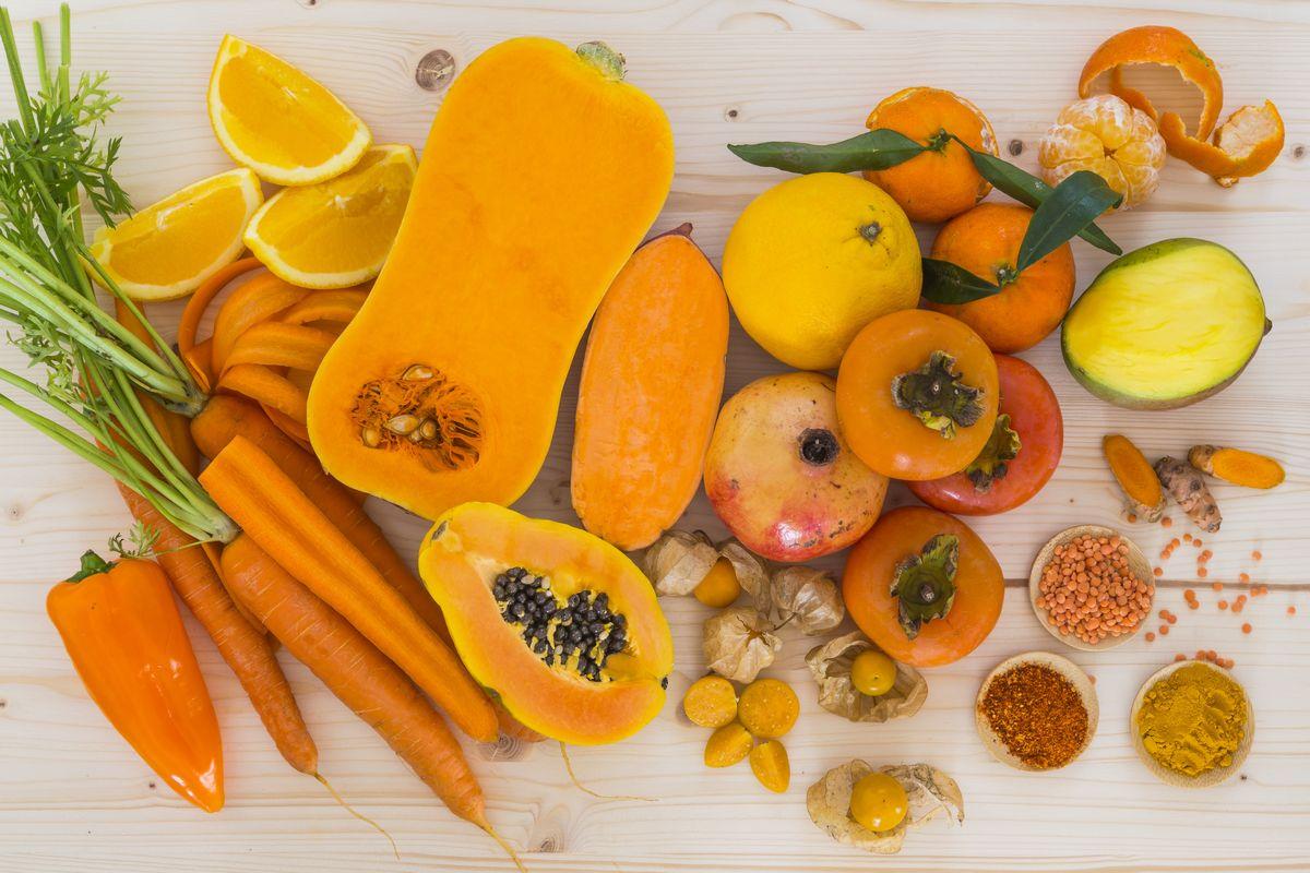 Viel Carotin enthalten orange Früchte und Gemüse
