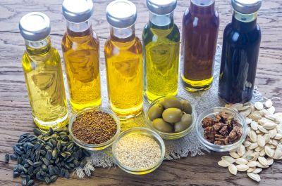 verschiedene Pflanzenöle gut fürs Herz