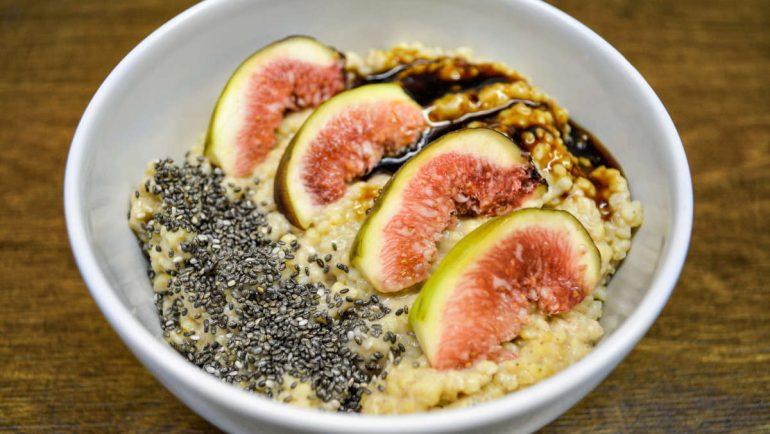 Veganes Hirse-Porridge mit Feigen und Chia-Samen